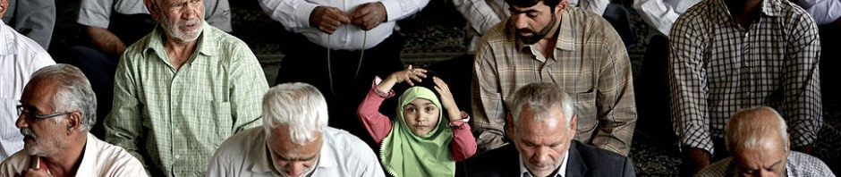 Picture of Iranian Muslim Girl at Prayer